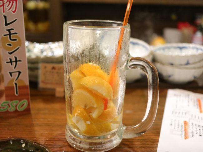 酒場エビスメガレモンサワーのレモンの量
