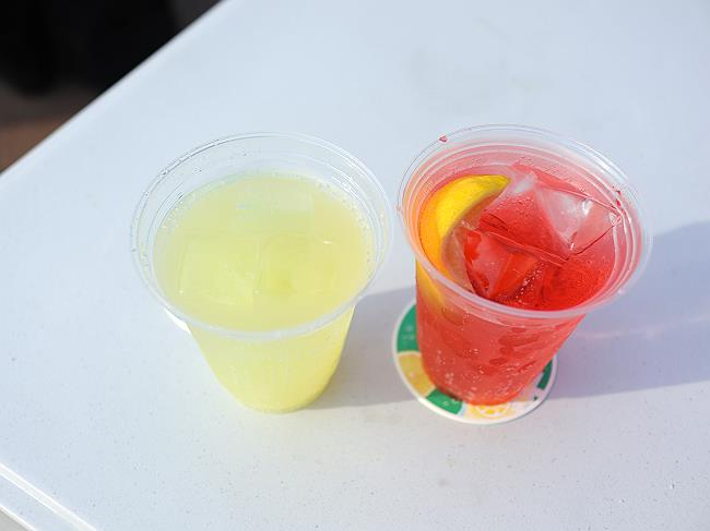 沖縄ヒラミレモンサワーと赤い四国レモンサワー