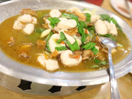 鵝肉城活海鮮(台北居酒屋)白身魚の薬膳煮みたいなやつ