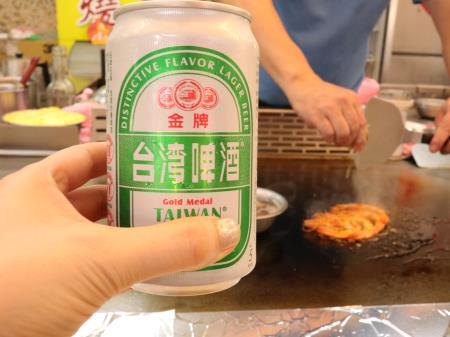 士林夜市地下鉄板焼と台湾ビール