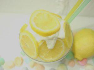贅沢搾りプラスレモンとはちみつアレンジかき氷上から