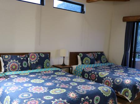 ネスタリゾートアウトドアキャビン6人部屋ベッド